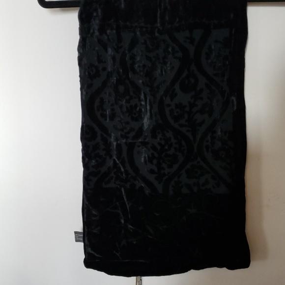 unknown Accessories - Black velvet scarf
